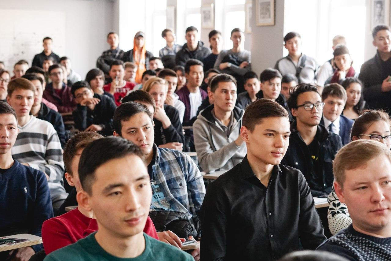 Встреча с пилотом «Air Astana» в университете «Туран»
